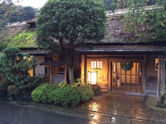 Hakone Senkei Plaza Inn: Entrance to the traditiional area of hotel.