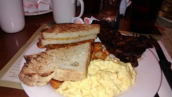 Ellis Island BBQ: The Steak breakfast
