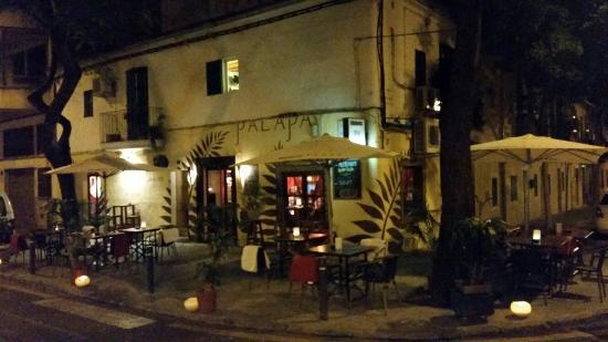Palapa Restaurant & Bar: Gezelligheid in de avond!