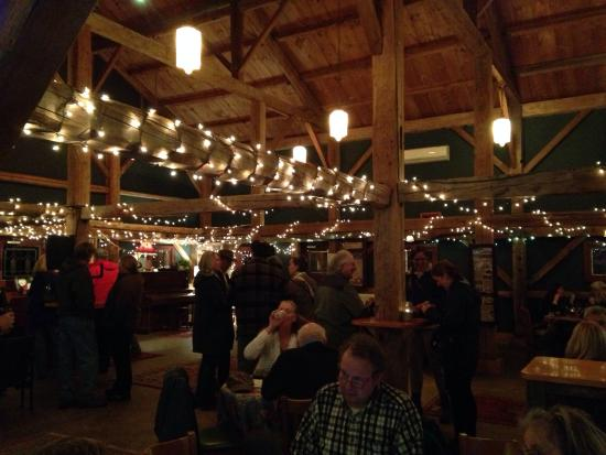 Stone Mountain Arts Center: Beautiful barn tavern for pre-dinner drinks ! Loved this tavern !