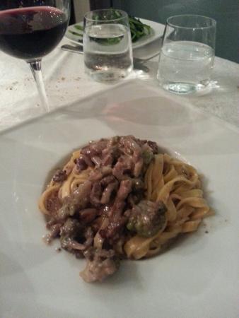 Mr Beef Ristorante: Fettuccine broccoli e lardo mantecate al Vino rosso