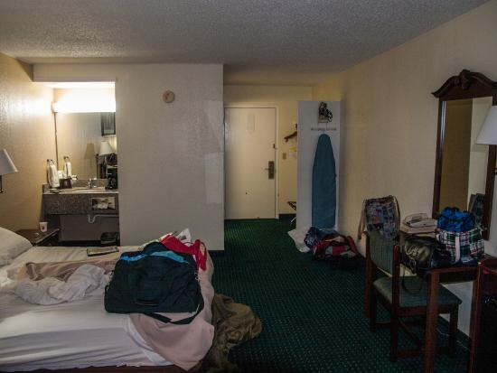 Super 8 Clinton: Roomy, Comfortable, and clean!!!