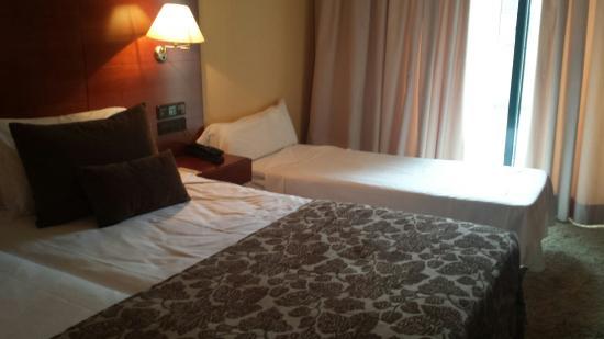 Hotel Carlos I Silgar: Habitación con cama supletoria
