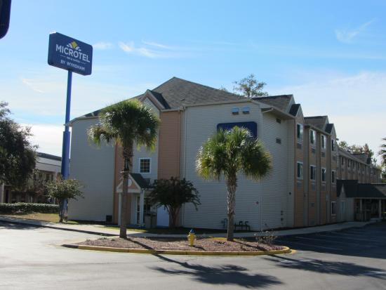 Microtel Inn & Suites by Wyndham Tallahassee : View from Monroe Street