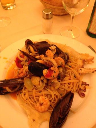 Il Rifugio del Ghiottone: Spaghetti al cartoccio con frutti di mare