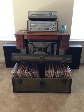 Uphill House Bed & Breakfast: Enjoy our collection of classic rock LPs!