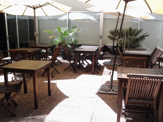 Punta Trouville Hotel : mesas para o café da manhã