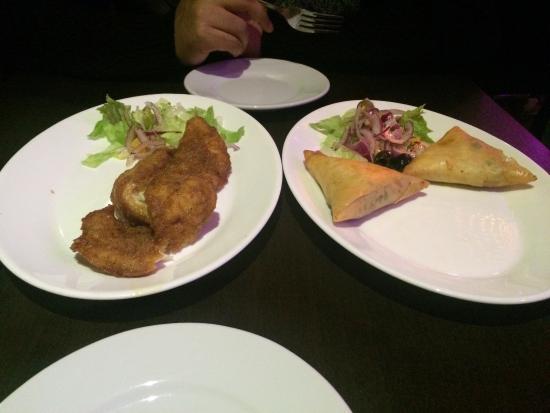 Akbar's Cafe: Fish starter & cheesy samosas