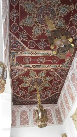 Riad & Spa Esprit du Maroc: Plafond d'un espace détente