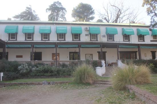 Hotel Yacanto: Vista de frente del hotel