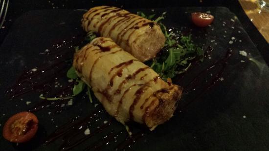 Artusi : Canalón en pasta philo de magret de pato y foia. Realmente delicioso