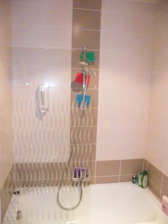The Residence Les Ecrins: В ванной нет полок