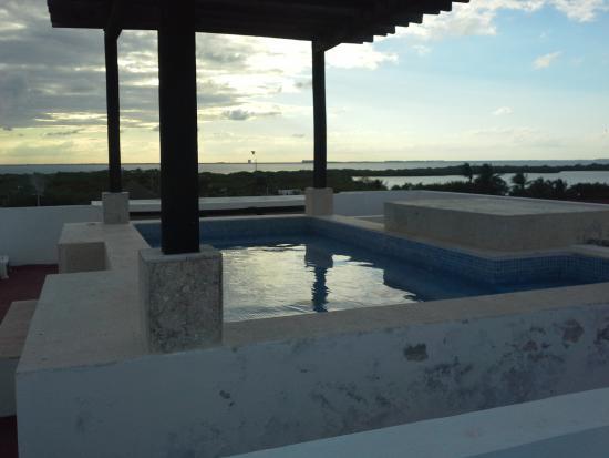 Chac Chi Hotel y Suites: toit terrasse avec piscine