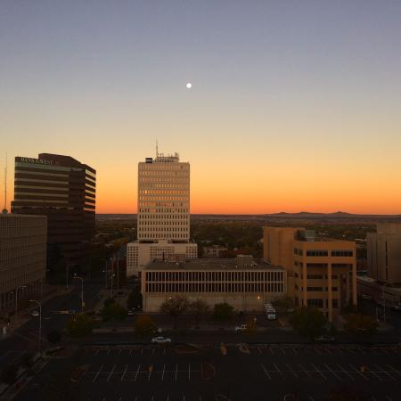 DoubleTree by Hilton Albuquerque: Sunrise from 10th floor room.