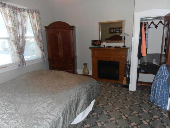 Victoria Resort Bed & Breakfast: Queen bed