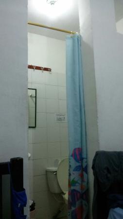 Hotel Miramar: Baño privado con ducha fría integrado y separado por una cortina