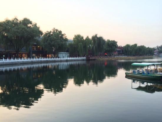 Zang Su FengGe Restaurant QianHai: Vista do lago