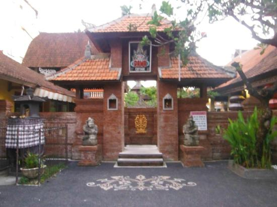 Troppo Zone Puri Rama Resort : Entrance from lane