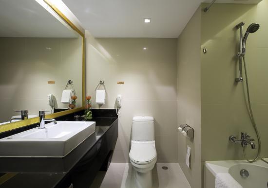 bathroom picture of eastin hotel makkasan bangkok tripadvisor rh tripadvisor ca