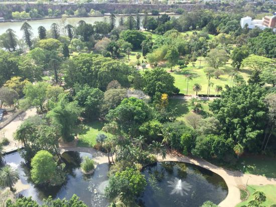 Quay West Suites Brisbane : View of Botanic Gardens from room