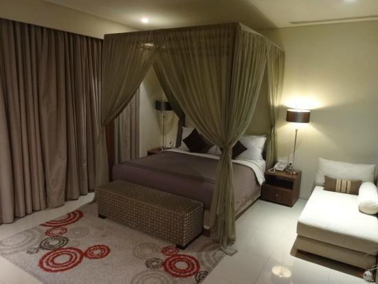 ปราดหาวิลล่าเซมินยัค: Bedroom at night