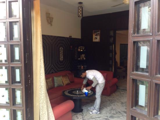 Sai Home Stay: Breakfast area with helpful staff