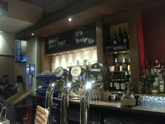 Bridge Bar and Eating House: Bar area