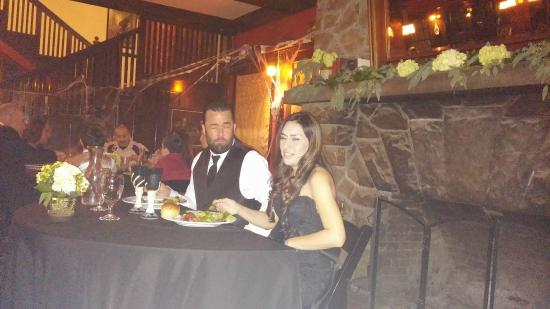 Glen Tavern Inn : Bride and groom at dinner
