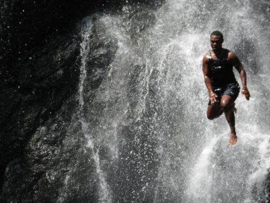 Nakawaga Waterfall: Beautiful clear Fijian water