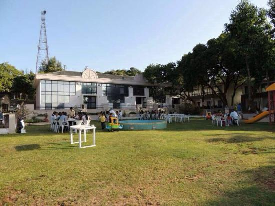 Hotel Gautam: Garden