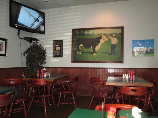 Nick's Bar-B-Q & Catfish Restaurant: Interior