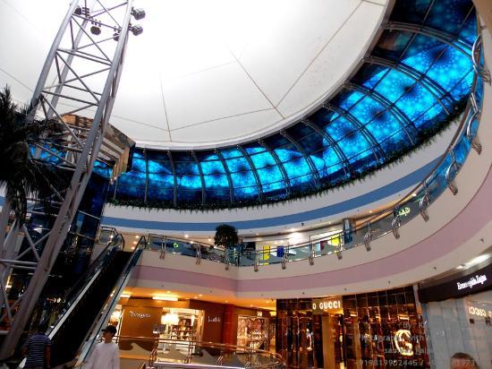 Marina Mall, Inside