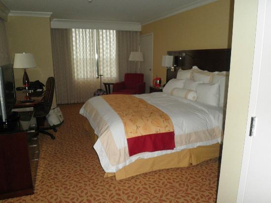 New Orleans Marriott Metairie at Lakeway : bed