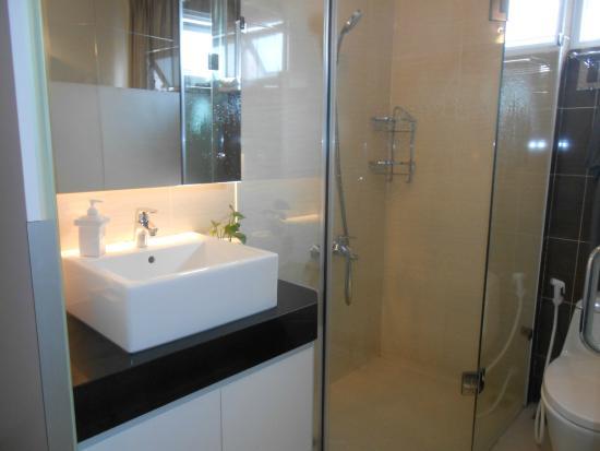 Yellow House Saigon Hotel : Комфортная ванная