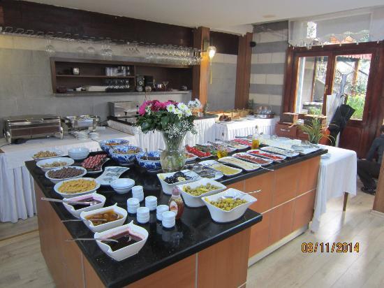 Rose Garden Suites Istanbul: Breakfast buffet