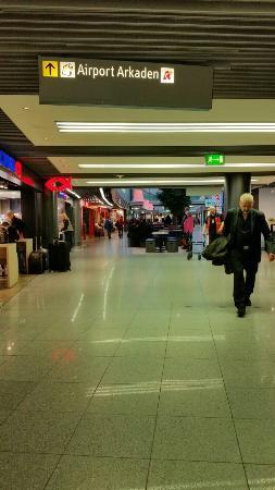 Flughafen Düsseldorf Besucherterrasse: Düsseldorf Airport Arkaden