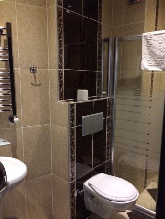 Hotel Broken Column: Salle d'eau