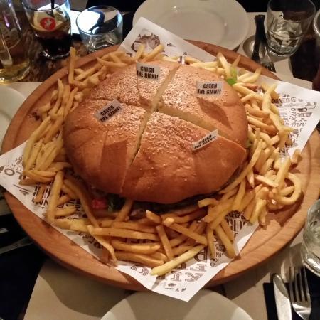 Kilo Restaurant: Il mega panino con 1.5 kg di carne