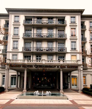 Grand Hotel Quellenhof & Spa Suites: Hoteleingang