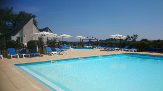 VVF Villages Belle-Ile-en-Mer: La piscine du village avec vue sur mer