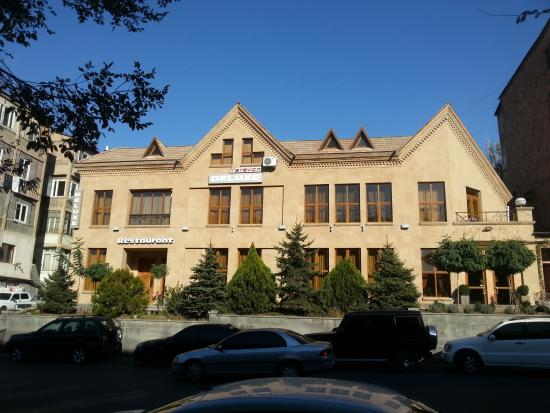Deluxe Hotel Yerevan: Ереван де люкс