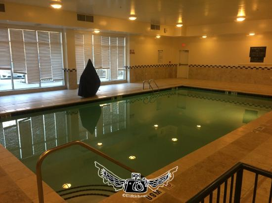 DoubleTree by Hilton Hotel Greensboro: pool