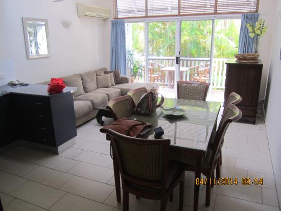 Coral Sea Villas Port Douglas: Lovely and spacious living room with balcony