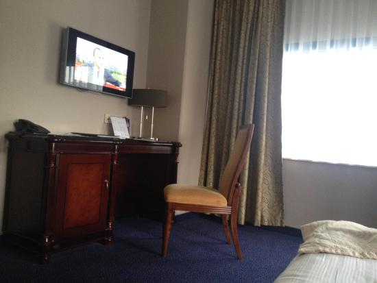 BEST WESTERN Blue Square Hotel: Room
