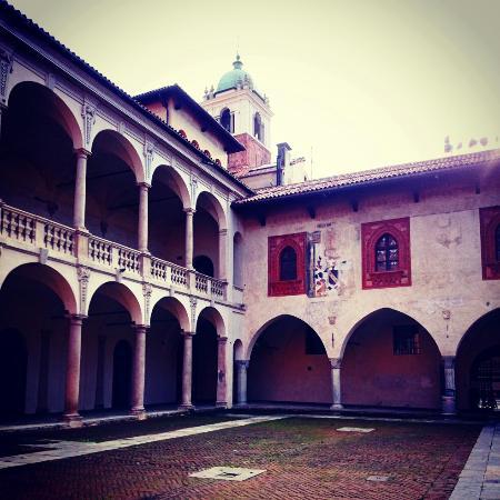Novara, Itália: Broletto