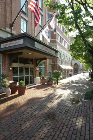 Hampton Inn Alexandria - Old Town/King Street Metro : Die Außenansicht