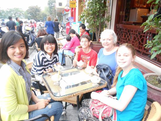 HanoiKids Tour : Enjoyed ice cream together
