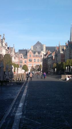 Old Market Square : La piazza del mercato vecchio