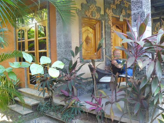 Sawah Lovina Bungalows: terras bungalow nr. 3