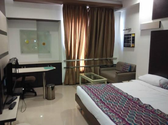 Hotel Apna Palace : view of the room as we enter it